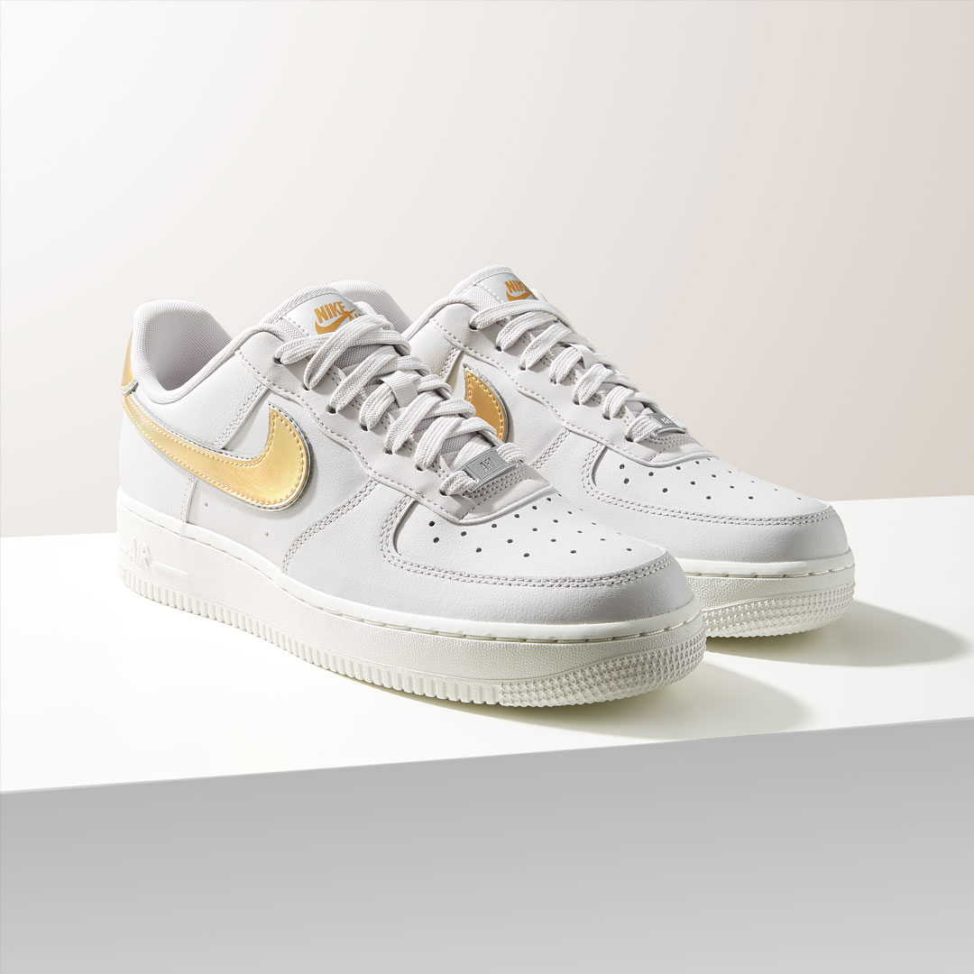 Nike-Air-Force-Goud